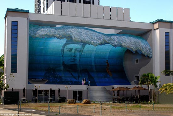 Wonder wave: John Pugh's Mana Nalu mural in Honolulu. Fire crews rushed to save the children from the mighty wave - before realising it was an optical illusion